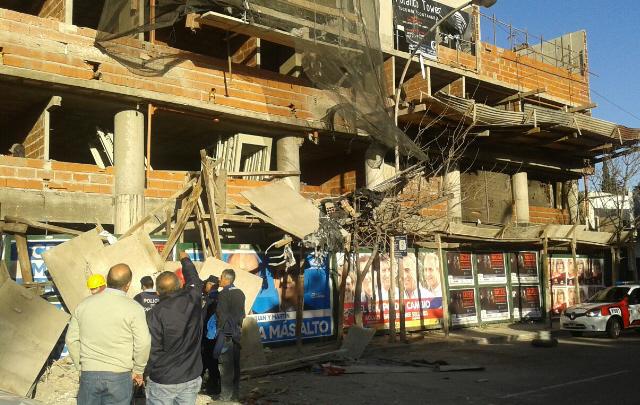 Accidente en una obra en construcción en Tucumán esquina Mitre.