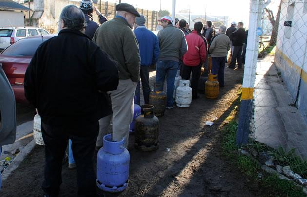 En los pocos lugares que hay garrafas la gente se agolpa para comprar (Foto: Archivo)