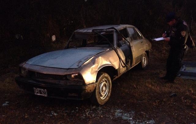 Tres personas resultaron heridas al volcar su auto en la ruta E-55.