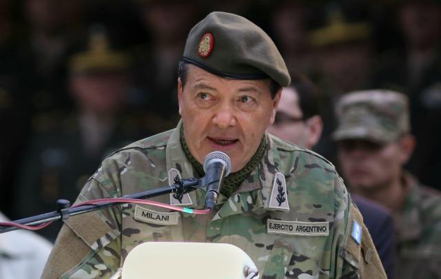 Visiblemente emocionado, Milani se despidió del Ejército.
