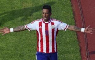 Lucas Barrios convirtió el único gol ante Argentina.