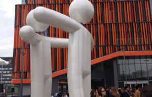 ''El Abrazo'', la escultura ideada por el propio Ruda.