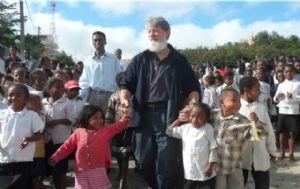 El padre Pedro Opeka es argentino pero está radicado en Madagascar.