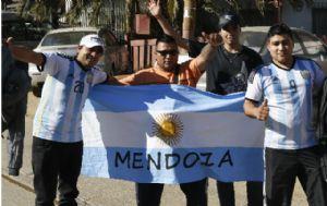 Hinchas argentinos coparon Chile para la final.