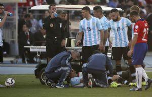 Di María debió dejar el campo de juego lesionado.