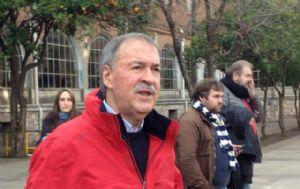 Schiaretti saludó a la prensa tras emitir su voto.