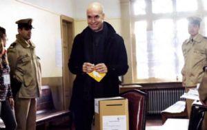 El candidato se presentó a votar en la Facultad de Abogacía.