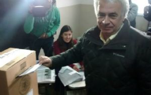 De la Sota votó en la escuela Mercedes del Niño Jesús en Banda Norte.