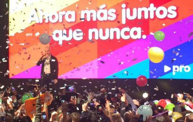 El macrista Horacio Rodríguez Larreta festeja en su búnker el triunfo.