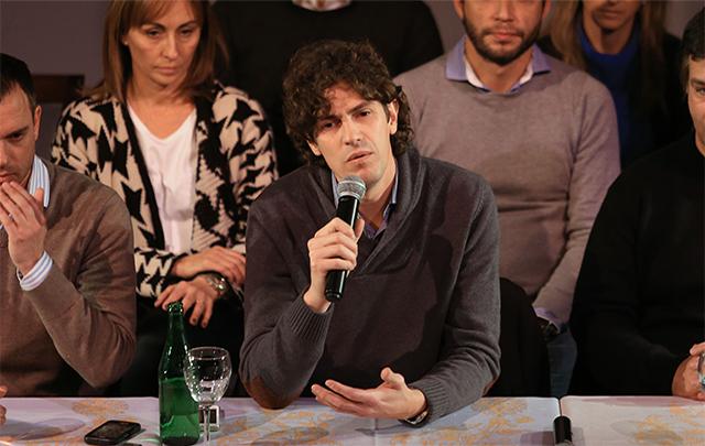 Lousteau realizó una conferencia de prensa en el Café de los Angelitos.