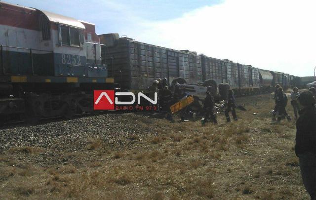 El camión fue arrastrado por las vías (ADN 97.9).