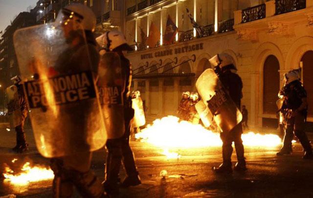 Los disturbios fueron en el centro y luego se extendieron a otros barrios.