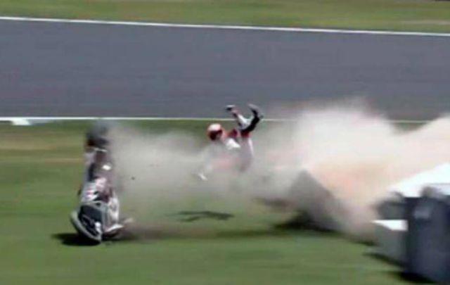 El motociclista se fracturó la tibia y el omóplato tras el accidente.