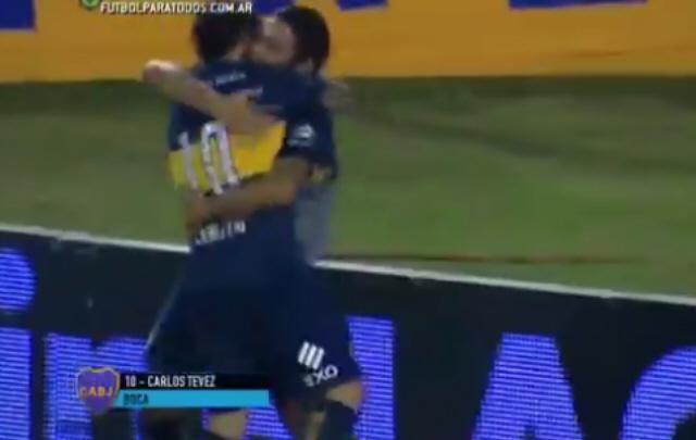 Tevez volvió al gol con un disparo de tiro libre.