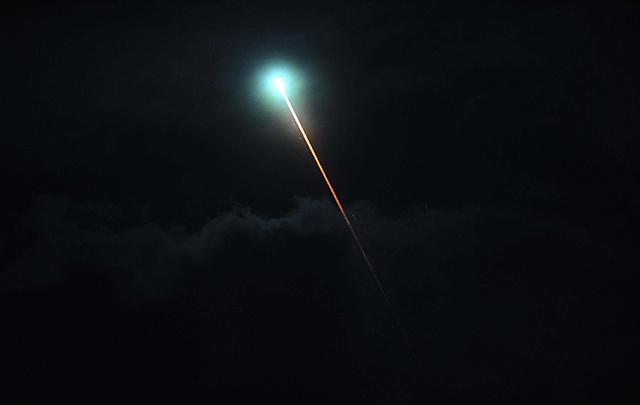 Un bólido espacial iluminó el cielo y causó inquietud