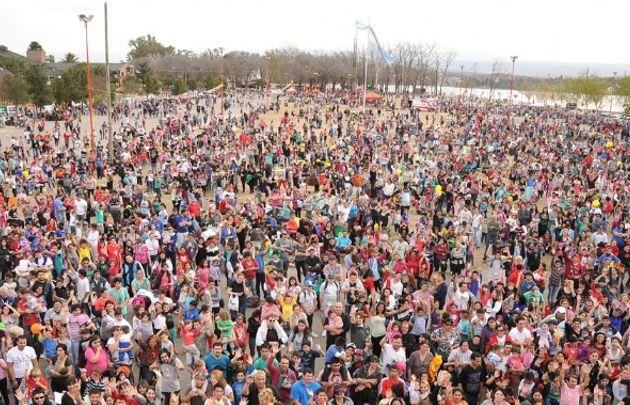 Una multitud en la fiesta del niño en Carlos Paz (Foto: El Diario de Carlos Paz).