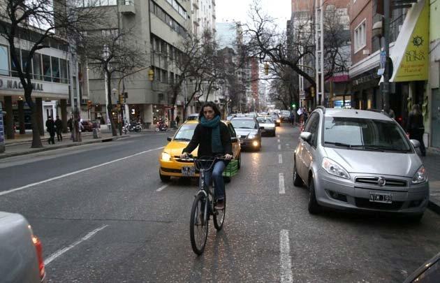 Los usuarios de transporte eligieron hoy bicicleta y taxis, entre otras alternativas.