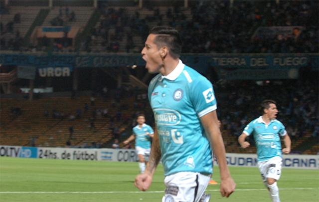 """""""El Cuqui"""" Márquez trajo el gol desde el vestuario."""