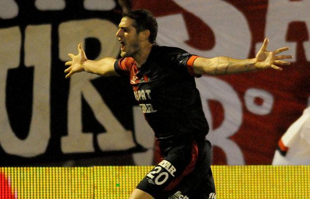 Pablo Vegetti festeja el gol del triunfo del Sabalero.