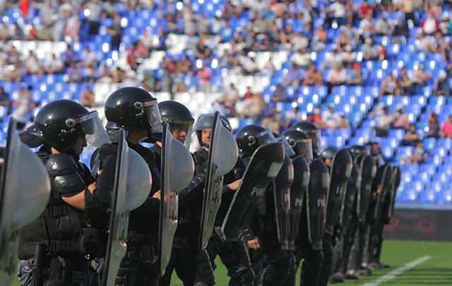 La violencia volvió a arruinar la fiesta del fútbol.
