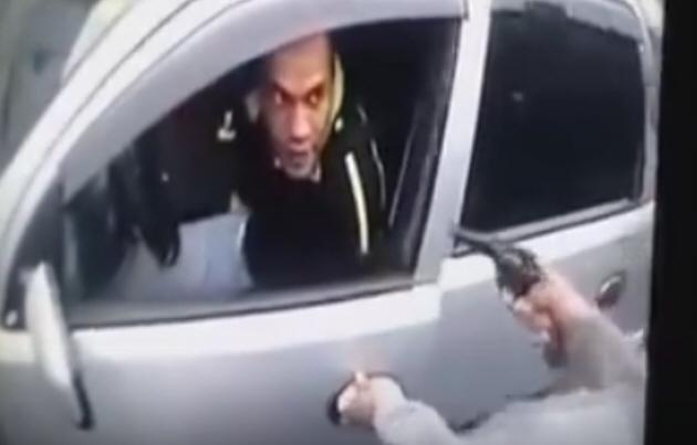 Un policía retirado mató a un motochorro que quiso asaltarlo.