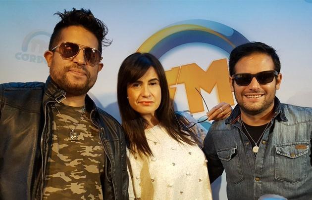 ''Planeador V'' en el escenario Acústico de FM Córdoba.