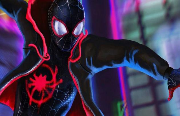En este film Spider Man enamora por igual a través de los ojos y atacando al corazón.