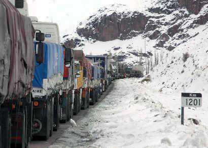 Por presencia de nieve en el Paso Internacional Cristo Redentor cerraron el camino.