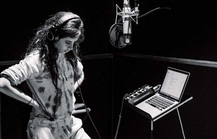 La cantante grabando su segundo disco.