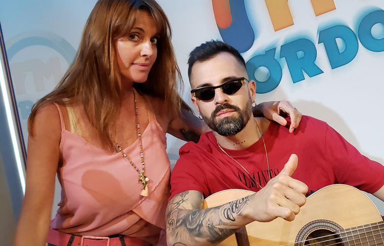 Mike Bahía en los estudios de FM Córdoba