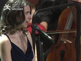 Elena Roger interpretó el Himno Nacional en el C.C.K.
