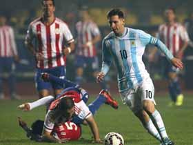 Messi apila defensores paraguayos