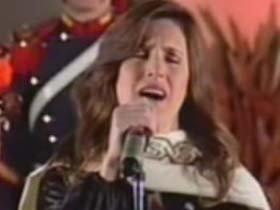 Soledad cantó el Himno por cadena nacional.