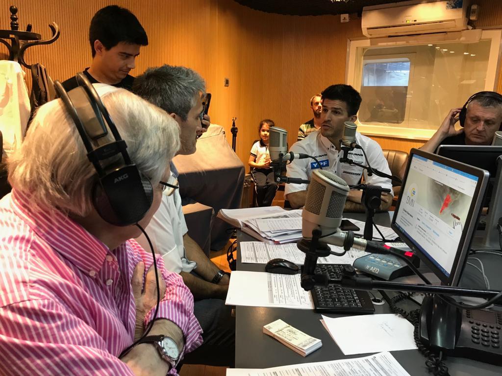 FOTO: Los pilotos del Súper TC2000 visitaron Viva la Radio