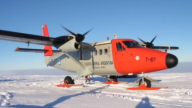 FOTO: Avión de Fuerza Aérea aterrizó de emergencia en la Antártida