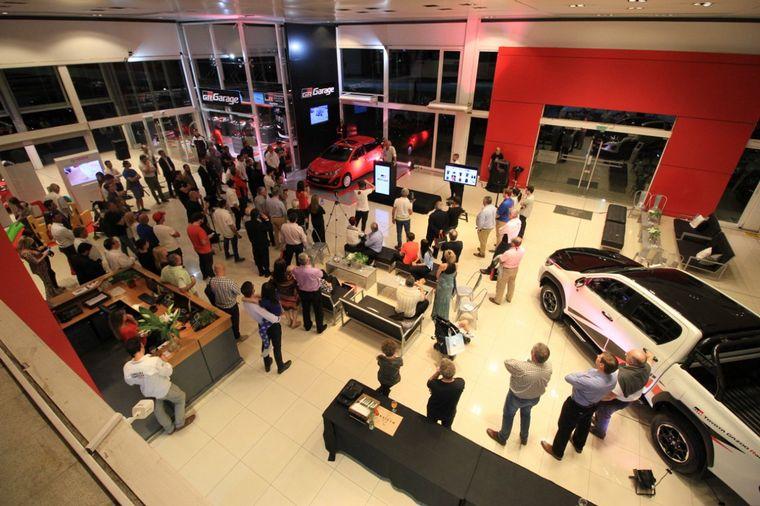 """FOTO: Matías Rossi estuvo en la inauguración del """"Gazoo Racing Garage"""""""