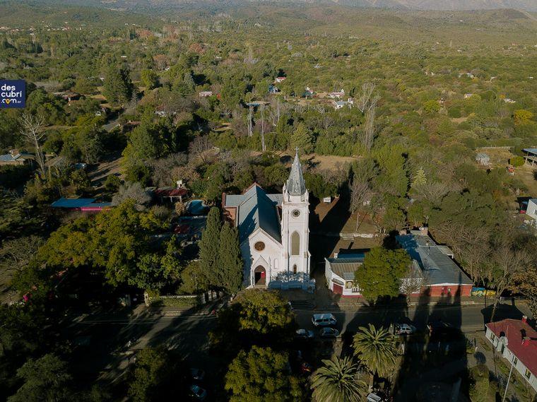 Casonas, aguas cristalinas y un aguaribay en San Javier - Córdoba - Descubrí