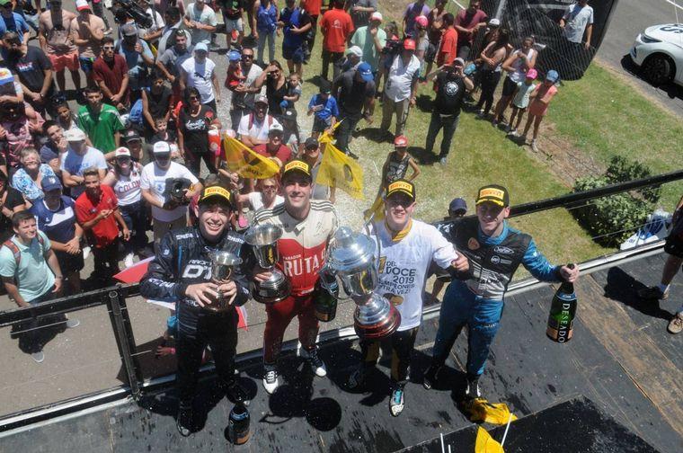 FOTO: Toda la alegría de Nico Moscardini y el Ambrogio Racing en el podio