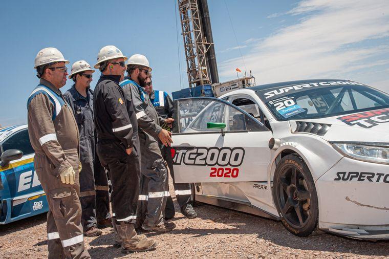 FOTO: Los autos y los pilotos del Súper TC2000 llegaron a Vaca Muerta