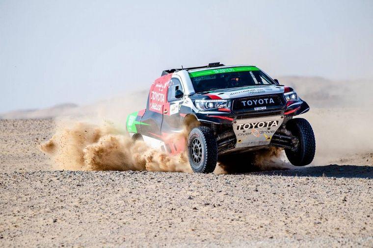FOTO: Al Rajhi por dentro supera Sainz... ¡Como si fuera pista!