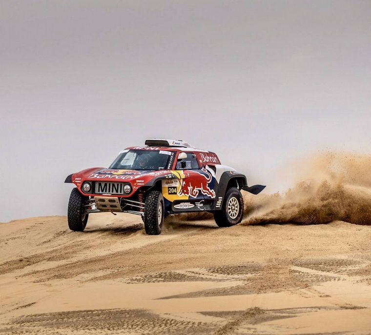 FOTO: Al Rajhi con la Toyota Hilux venció en la última del campeonato árabe