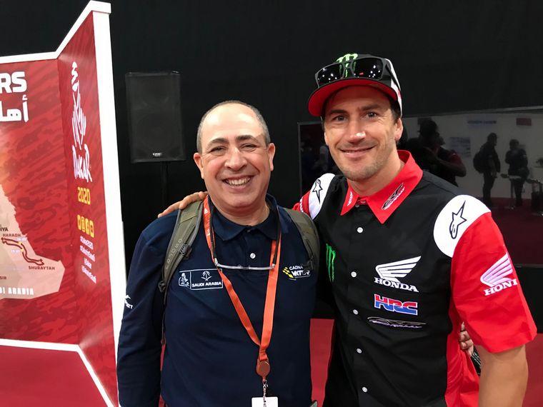 FOTO: Roberto Berasategui (Carburando/TyC) y Marcelo Cammisa en Sala de Prensa Dakar 2020