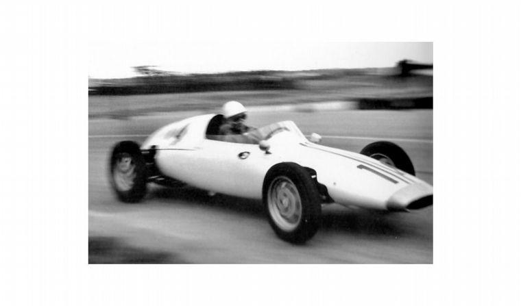 """FOTO: Trabajando con Maserati -con la """"bird cage""""- el piloto es Stirling Moss"""