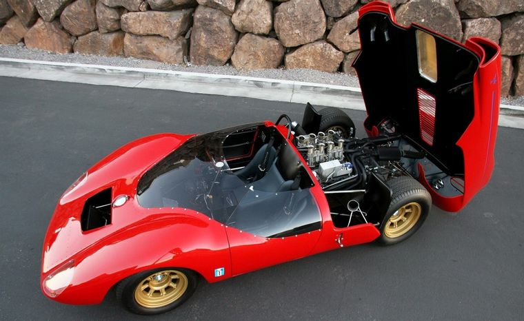 FOTO: Medardo Fantuzzi, Alejandro De Tomaso y el Shelby P70 que construyeron en 1965