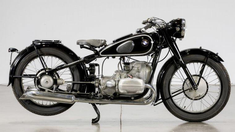 FOTO: Un cuadro de acero de doble curvado, que refleja el concepto de las motos de antaño