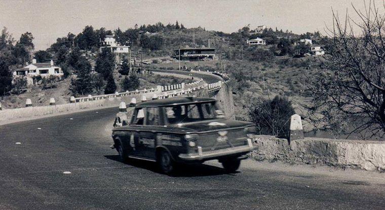 FOTO: Debutó en el automovilismo con el Fiat 1500 de la Escudería Grossi