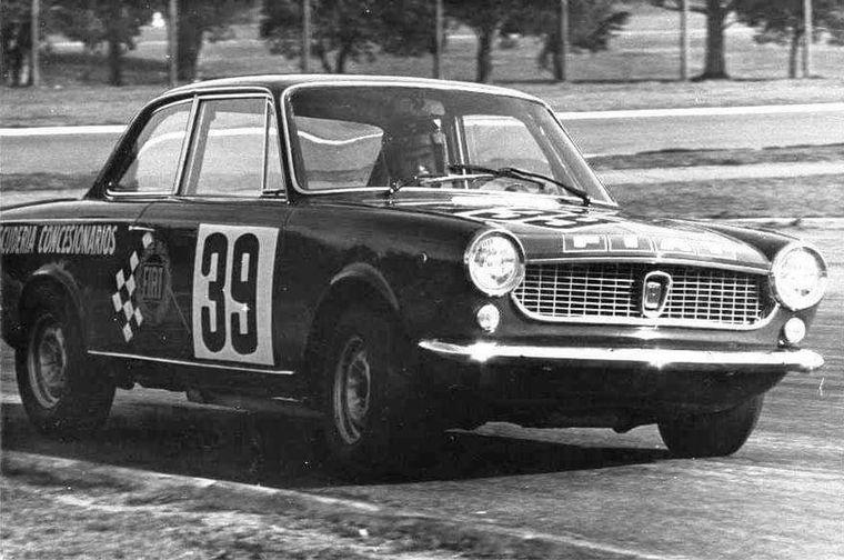 FOTO: En 1968, Lole con Ford debuta en el TC donde reina el Trueno Naranja de Pairetti
