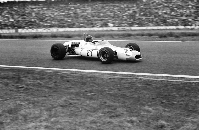 FOTO: Se larga, por fuera Reutemann se mete atrás de Rindt, Cevert manda, una multitud mira