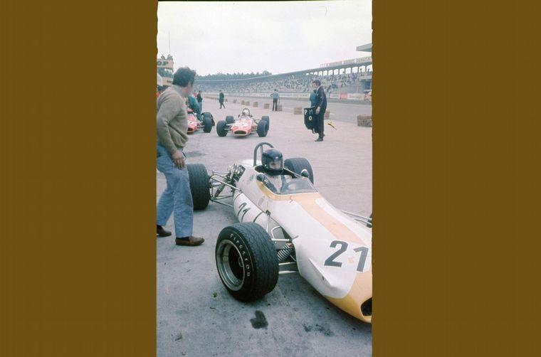 FOTO: Reutemann venía 3° en Barcelona y una falla en el embrague lo retrasó a 6°