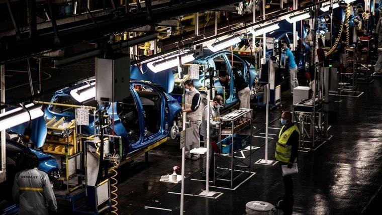 """FOTO: El ministro confía en un """"rebote"""" para la fábrica francesa"""